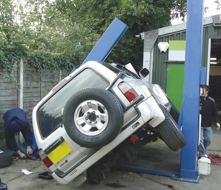 15 Epic Car Hoist Fails 4 Is Brutal
